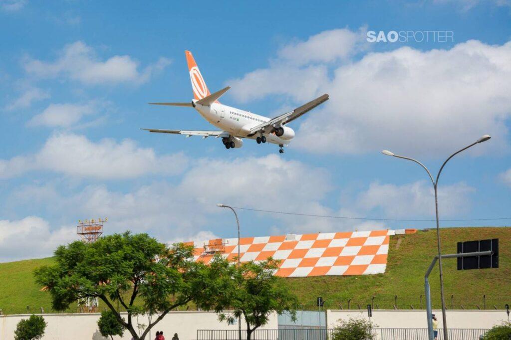 Momentos antes do toque do 737-700 da Gol!