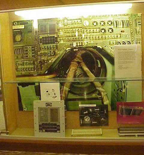 Todo o brilho dos 4000 circuitos integrados do Apollo 11