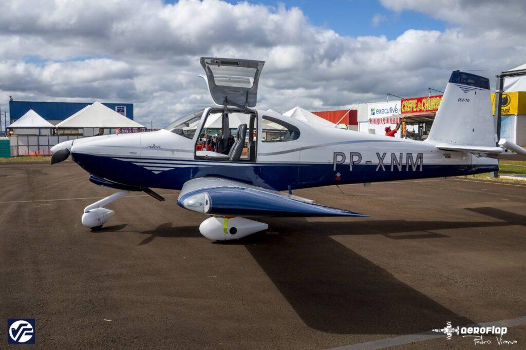 Nas 2 fotos o RV-10 na EAB 2015.