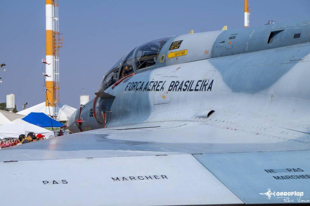Mirage-2000 em exposição.