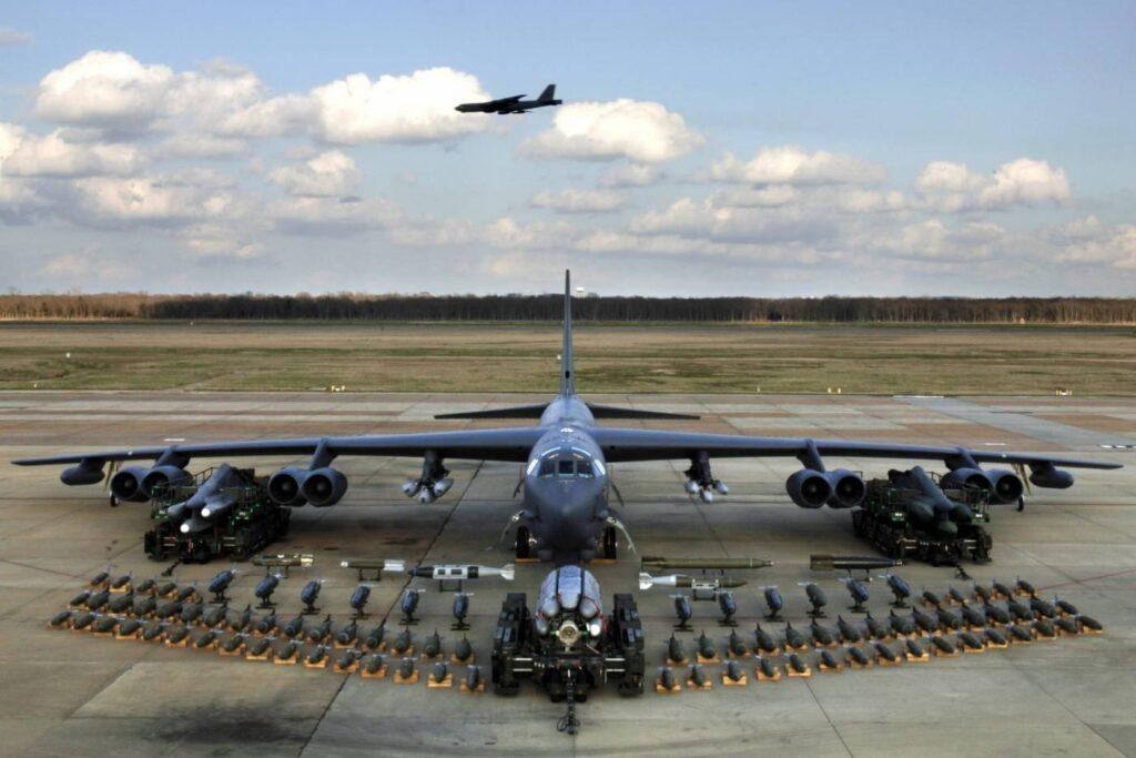 Veterano B-52 será substituído pelo novo projeto.