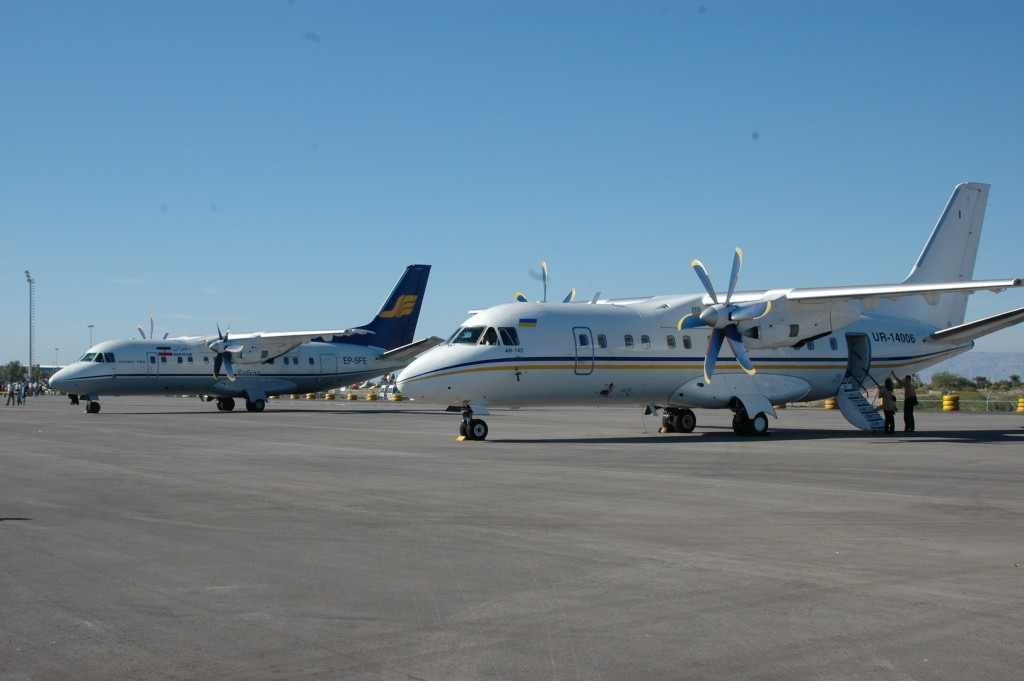 Temos a esquerda o AN140 construído em solo iraniano e a direita o AN140 construído em solo ucraniano.