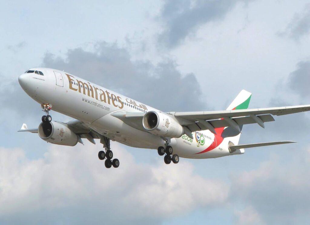 Emirates_a330-200_a6-eky_arp