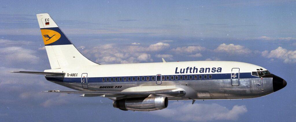 737-100 da Lufthansa, uma das poucas aéreas que operou com esse modelo.