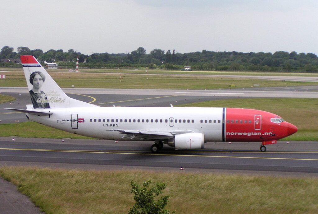 Norwegian_B737-300_LN-KKN
