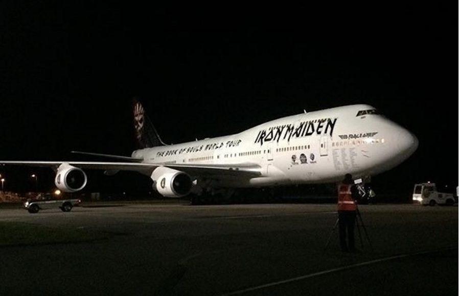 iron maiden apresenta o novo ed force one um boeing 747 aeroflap. Black Bedroom Furniture Sets. Home Design Ideas