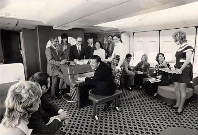 Lounge de avião nos anos 70.