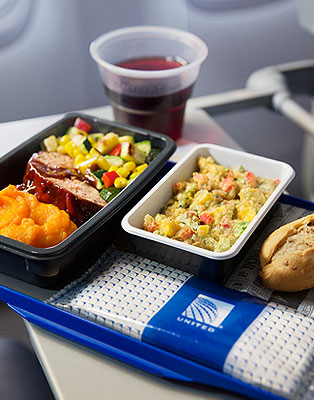 Passageiro terá direito ao serviço de refeição. Foto - United Airlines