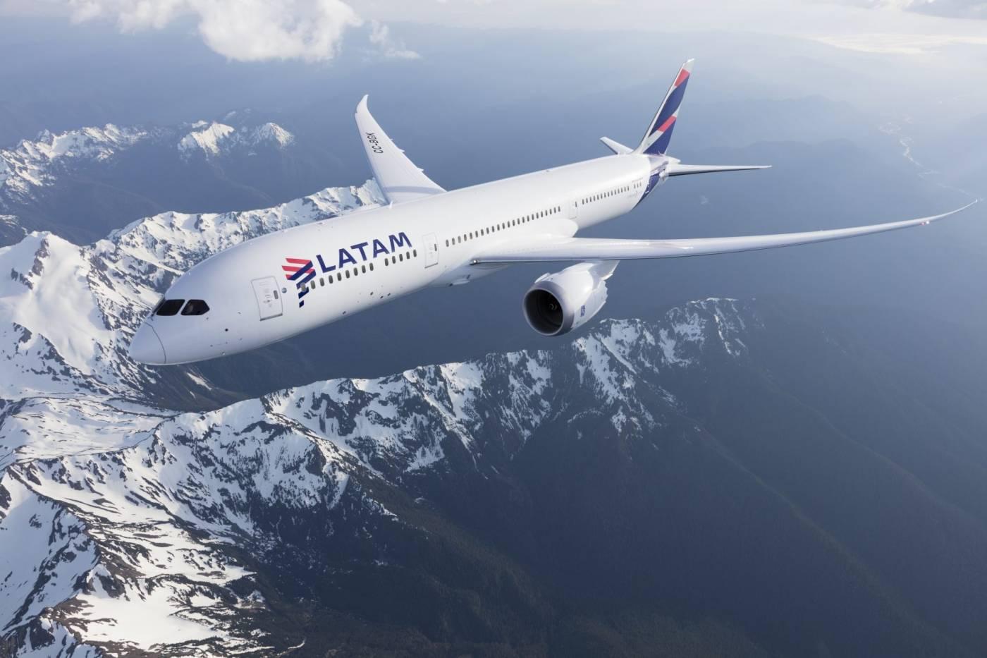 Resultado de imagen para Latam Airlines Boeing 787-8