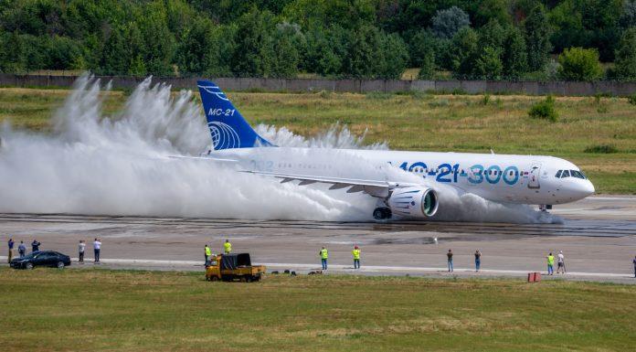 avião Irkut MC-21